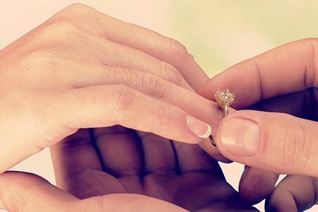 两个人八字合不合主要看什么 八字合婚看婚姻